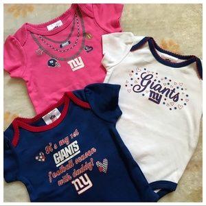 🌸NFL Team Giants baby girls 3-6 month onesie set